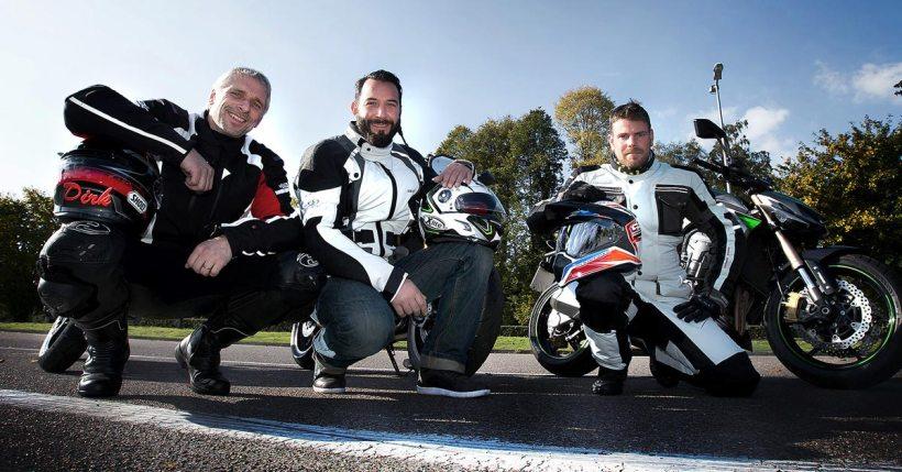 v.l. Motorrad-Sicherheitstrainer Dirk Kersting, TV-Moderator Jens Kuck, Motorrad-Stunt-Fahrer Dirk Manderbach