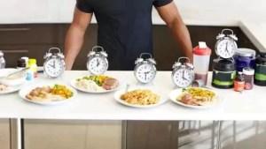 A hora certa de comer para ganhar massa muscular