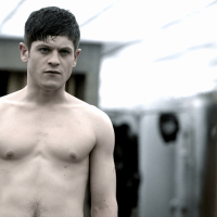 "Iwan Rheon as Simon Bellamy shirtless in Misfits 2x04 ""Episode Four"""