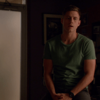 "Aaron Tveit as Mike Warren in Graceland 2×05 ""H-A-Double-P-Y"""