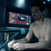 "Steven Strait as James ""Jim"" Holden shirtless in The Expanse 2×06 ""Paradigm Shift"""