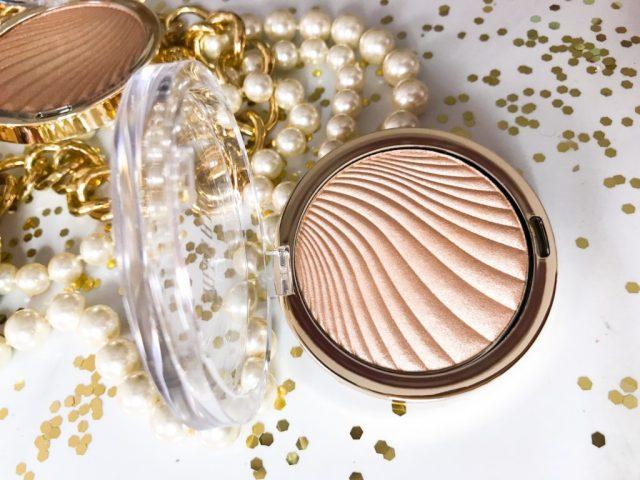 Milani Strobelight Instant Glow Powder 02 Dayglow Swatches on Dark Skin