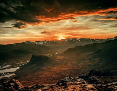 Mountains-During-Red-Dusk
