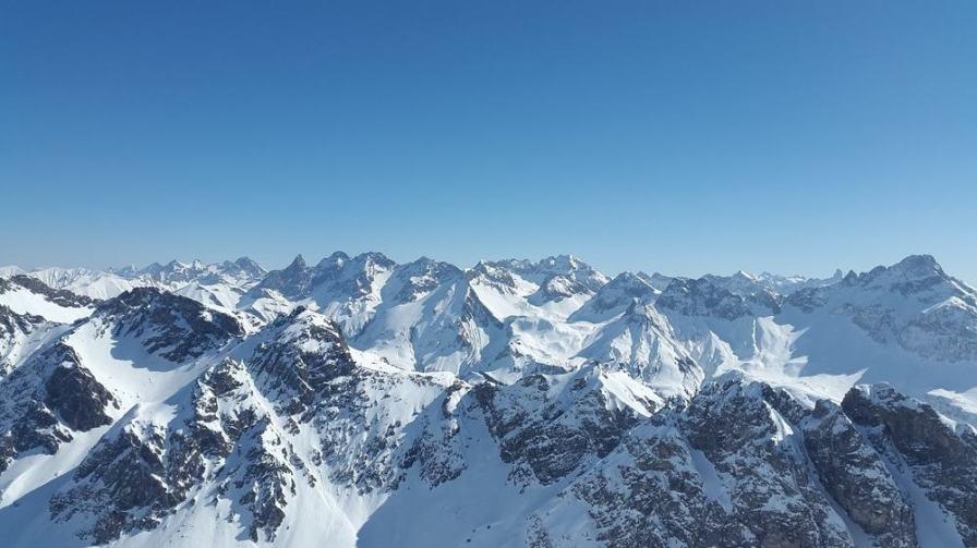 Winter-Mountain-Caps
