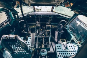 Stripped-Cockpit