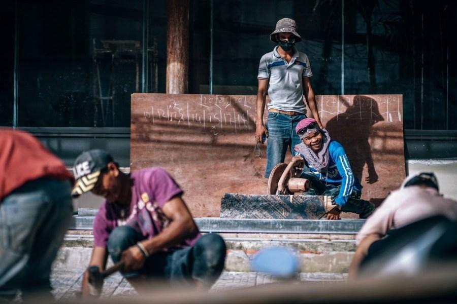 Cambodian-Men-Constrcuting-a-New-Hotel-in-Siem-Reap-Cambodua