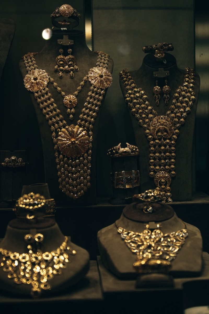 Classy-Gold-Necklaces-for-Sale-at-a-Gold-Shop