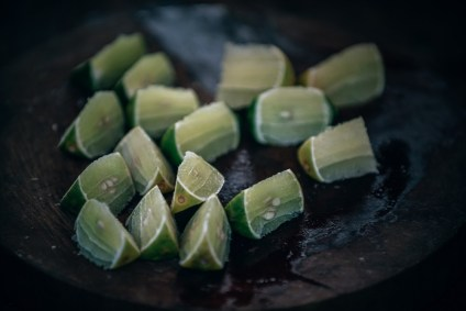 Freshly-Cut-Lime-on-a-Wooden-Board