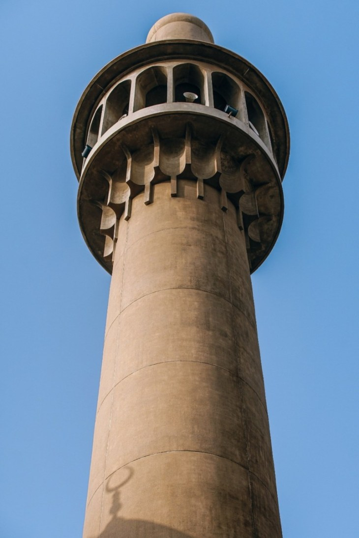 Picture-of-a-Beautiful-Minaret-on-a-Mosque-in-Dubai-taken-from-below