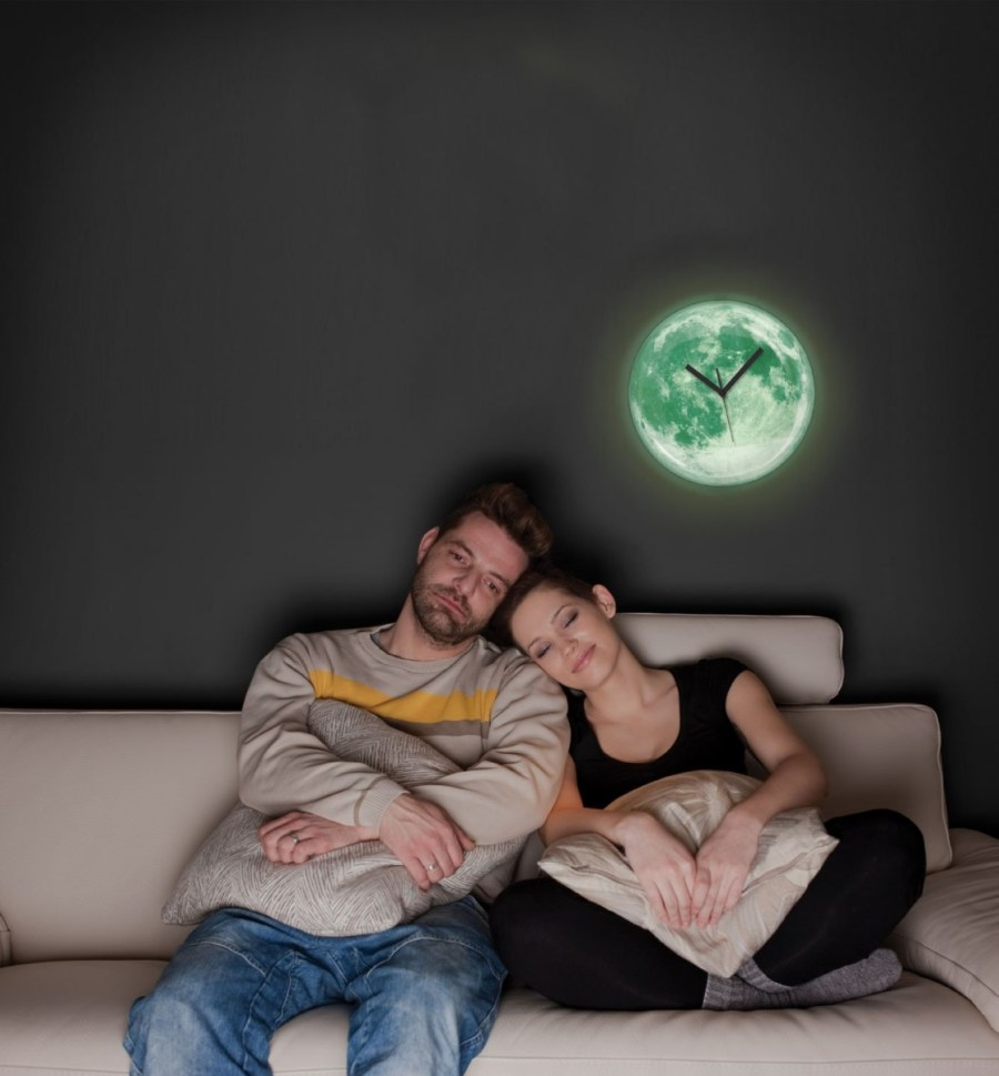 Claire-de-Lune-Moonlight-Clock-by-Kikkerland