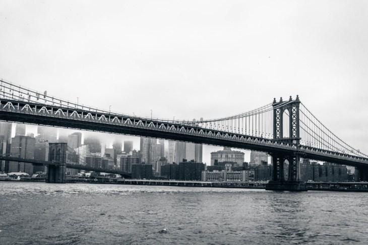 Stunning-Photograph-of-the-Manhattan-Bridge-on-a-Cloudy-Day