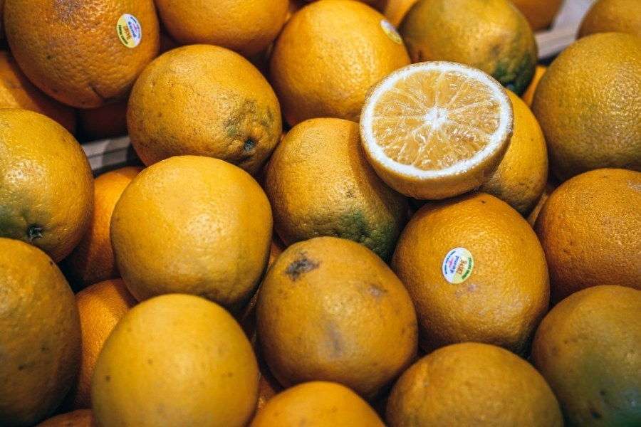 Close-up-Shot-of-Fresh-Lemons-and-One-Lemon-Cut-in-Half