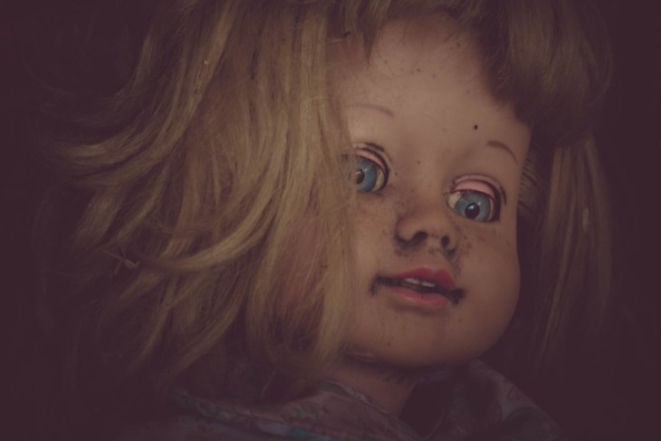 Close-up-Shot-of-a-Creepy-Vintage-Doll-in-Low-Light
