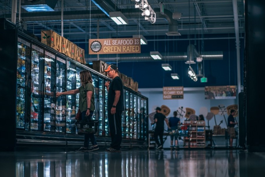 Couple-Shopping-for-Groceries-at-an-Organic-Grocery-Store