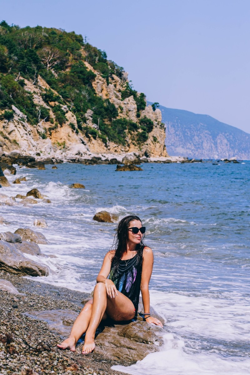 Girl-with-Sunglasses-Posing-for-a-Photograph-at-the-Beach
