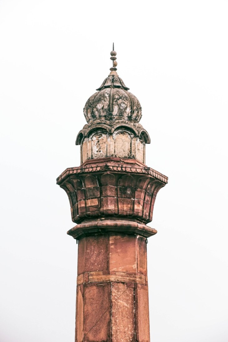 Minimalistic-Photography-of-a-Minaret-in-the-Qutub-Minar-Complex