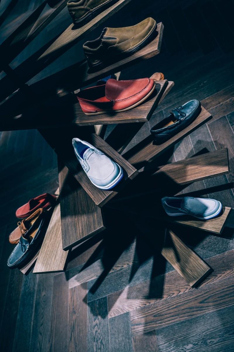 Modern-Men's-Shoes-Display