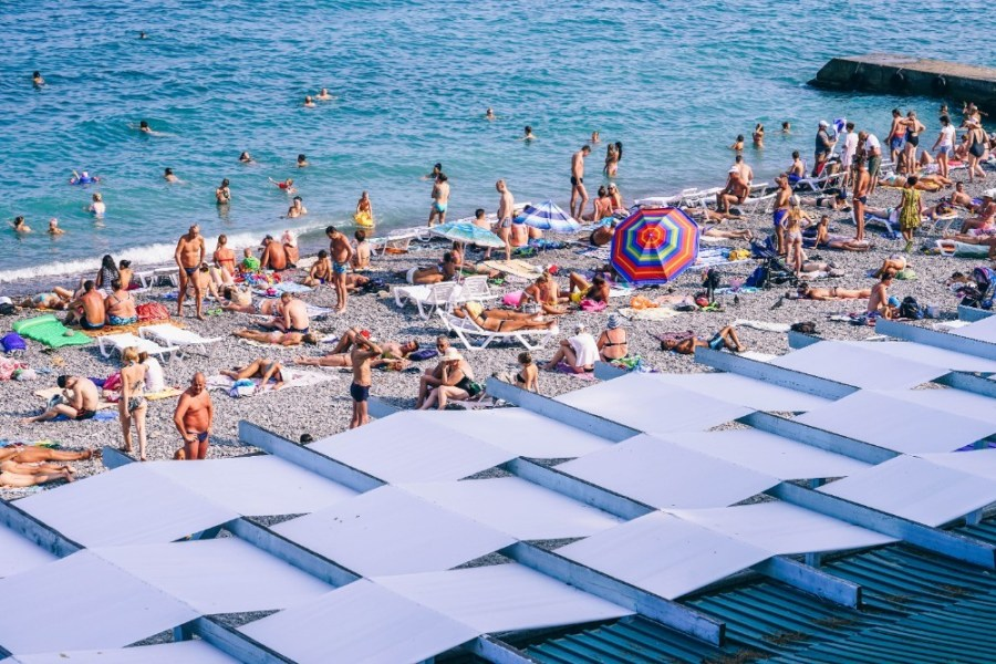 People-Having-Fun-at-the-Beach-in-Yalta