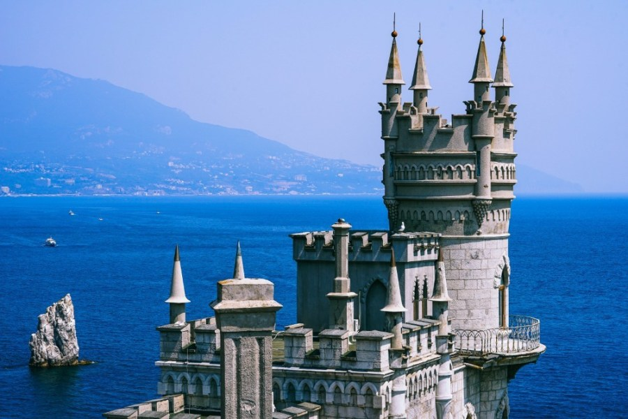 Swallow's-Nest-Castle-in-Yalta-Overlooking-the-Amazing-Black-Sea