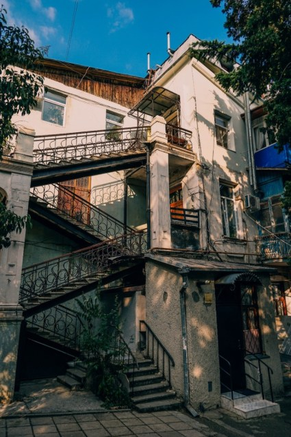Tall-Family-House-in-Yalta