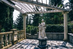 White-Stone-Roman-Statue-in-front-of-Mountain-Greenery