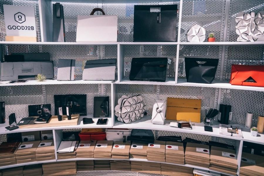 Women's-Handbags-Displayed-for-Sale