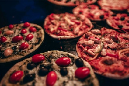 Close-up-Shot-of-Mini-Pizzas