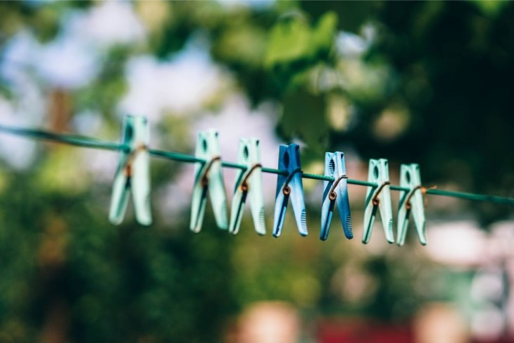 Plastic-Clothes-Pegs-on-a-Clothesline