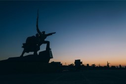 Silhouette-of-a-Statue-during-Sunset