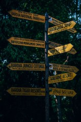 Tall-Yellow-Sign-Showing-the-Way-to-Popular-Resorts