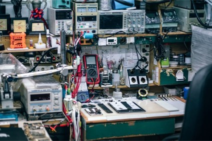 Working-Station-inside-a-Mobile-Repair-Shop