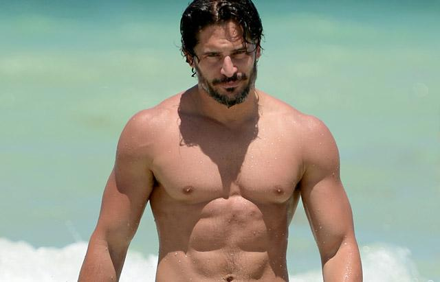 joe_manganiello_beach_shirtless