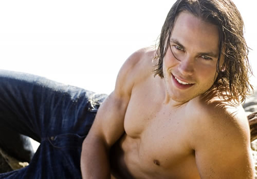 taylor-kitsch-shirtless-with-jeans1
