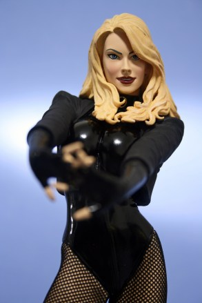 Cover Girls of DC Black Canary Statue 008