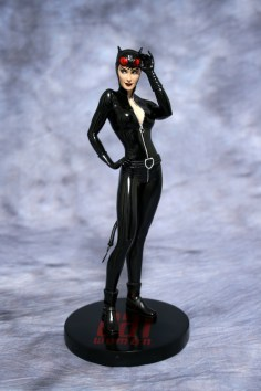 Cover Girls of DC Catwoman Statue 001