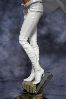 Emma Frost Premium Format Figure 005
