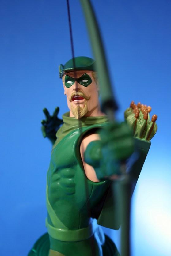 Heroes of DC Green Arrow Bust 005