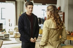 "Supergirl -- ""Medusa"" -- Image SPG208b_0028.jpg -- Pictured (L-R): Grant Gustin as Barry Allen and Melissa Benoist as Kara/Supergirl -- Photo: Bettina Strauss /The CW -- © 2016 The CW Network, LLC. All Rights Reserved"