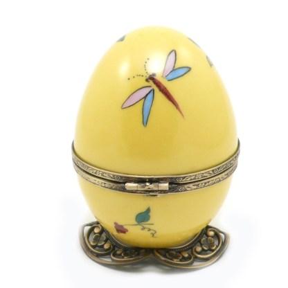 Boite à musique en porcelaine. Collection papillon création FanexFrance Monture vieux bronze. fermoir papillon. Clés miniature en porcelaine peinte à la main.