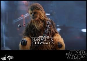 hot-toys-han-chewbacca-4-187470