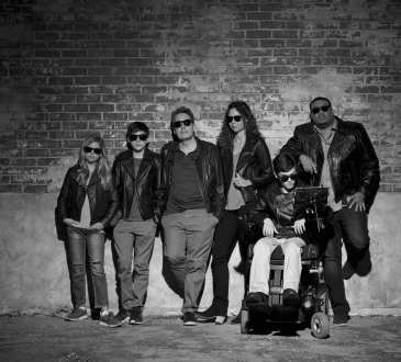 """SPEECHLESS - ABC's """"Speechless"""" stars Kyla Kenedy as Dylan, Mason Cook as Ray, John Ross Bowie as Jimmy, Minnie Driver as Maya, Micah Fowler as JJ and Cedric Yarbrough as Kenneth. (ABC/Bob D'Amico)"""