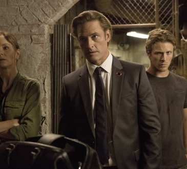 """COLONY -- """"Fallout"""" Episode 206 -- Pictured: (l-r) Sarah Wayne Callies as Katie Bowman, Josh Holloway as Will Bowman, Charlie Bewley as Eckhart -- (Photo by: Isabella Vosmikova/USA Network)"""