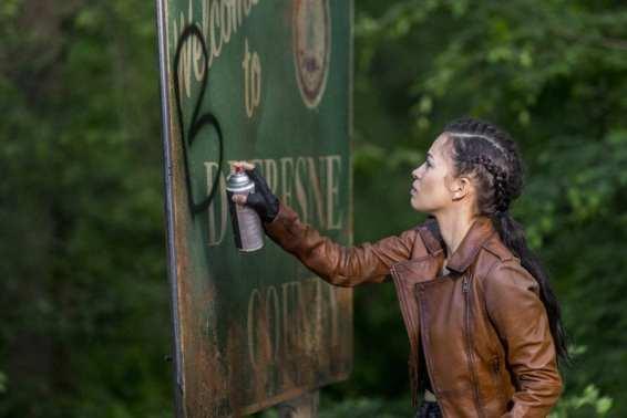 Christian Serratos as Rosita Espinosa- The Walking Dead _ Season 9, Episode 1 -