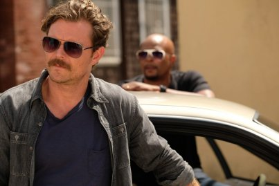 "LETHAL WEAPON: Pictured L-R: Clayne Crawford and Damon Wayans in the ""Birdwatching"" episode of LETHAL WEAPON airing Tuesday, Nov. 14 (8:00-9:00 PM ET/PT) on FOX."