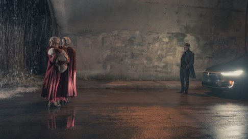 """THE HANDMAID'S TALE -- """"The Word"""" -- Episode 213 -- Serena and the other Wives strive to make change. Emily learns more about her new Commander. Offred faces a difficult decision. Offred (Elisabeth Moss) and Ofglen (Alexis Bledel), shown."""