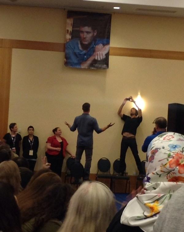 Jared takes Jensen's first twitter photo