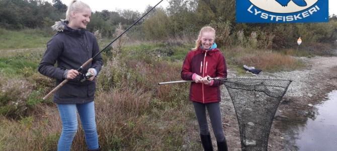 En søndag med fisk på krogen i Mjøls Lystfiskeri