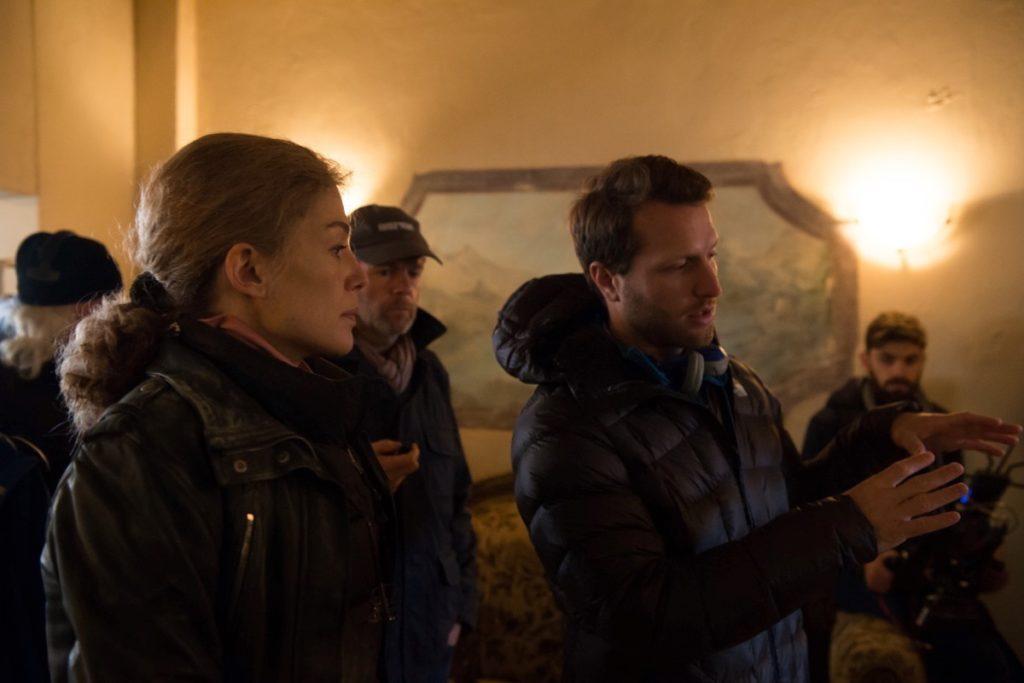 Matthew Heineman directing Rosamund Pike in A Private War