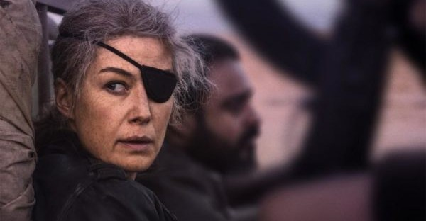 a private war movie poster rosamund pike as cat colvin with eye patch
