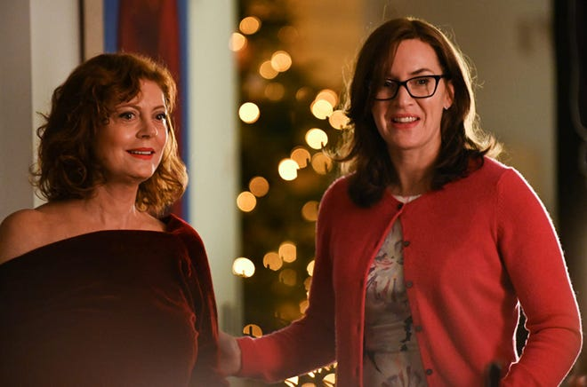 Kate Winslet and Susan Sarandon talking in Blackbird movie